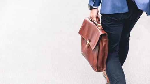 Naliczanie podatków w Anglii: umowa o pracę vs self-employed