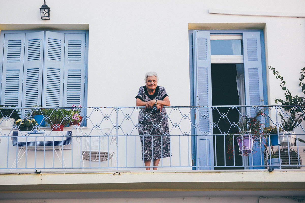 opiekun osob starszych zarobki w uk