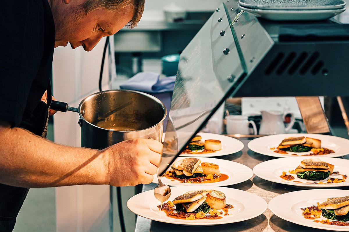 ile zarabia kucharz w polsce