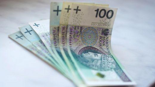 Jak łatwo i szybko przelać pieniądze z polskiego konta na angielskie?